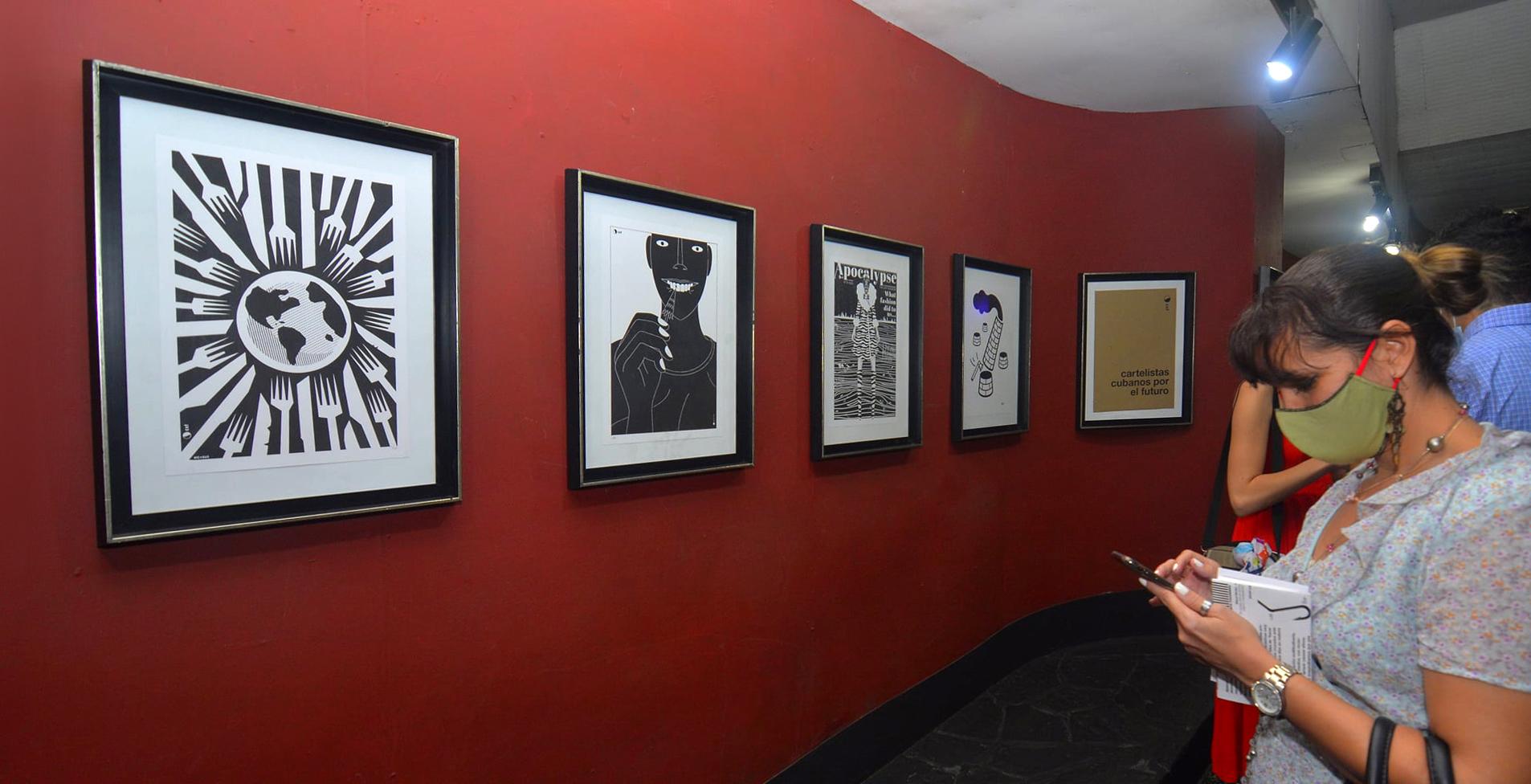 """Inauguración de la primera exposición """"Cartelistas cubanos por el futuro""""."""